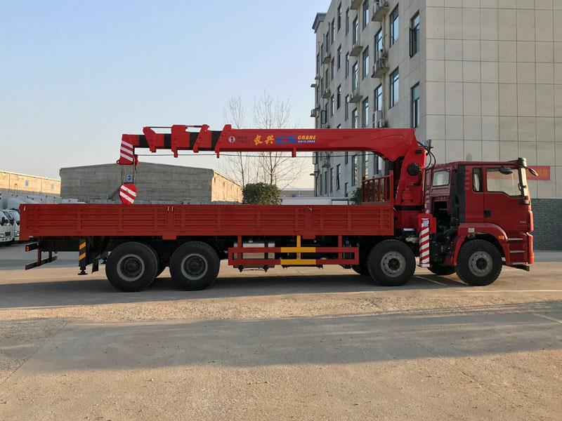 解放前四后八12吨折臂随车吊 12吨折臂随车吊配置二手车