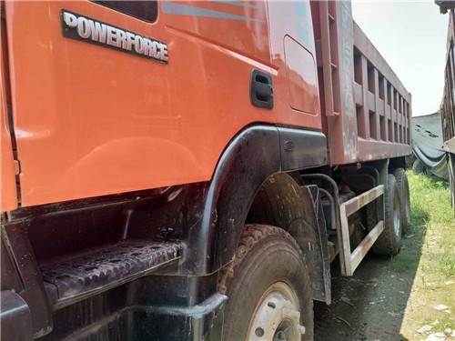红岩金刚  车厢5.8米原版大泵车