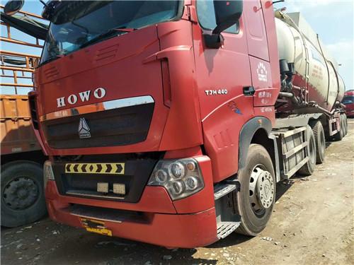 豪沃T7H 15年12月上户,440大马力,带55方大罐二手车