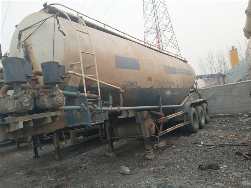 出售二手40-60方半挂水罐罐车粉粒物料运输罐车