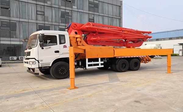 30米混凝土泵车二手车