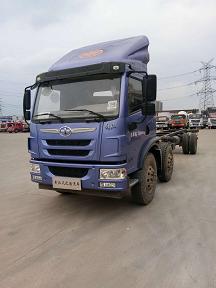 库存解放9.6米箱式载货车底价出售二手车