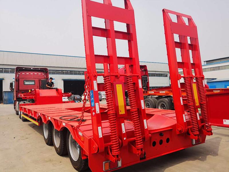 专业定制挖掘机拖板运输车11.5米13米 二手车