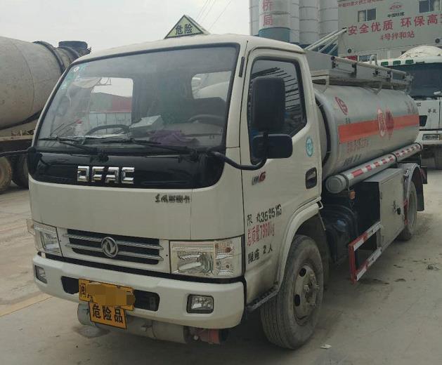 东风多利卡5吨油罐车二手车