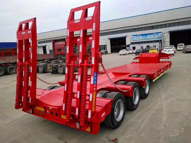 廠家訂做2橋輕體12米5拉鉤機板半掛車二手車