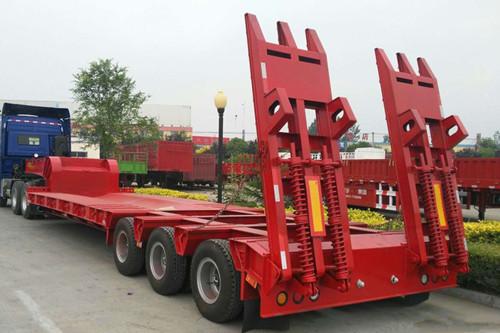 迪慶訂做13米鉤機板運輸車 全國發貨