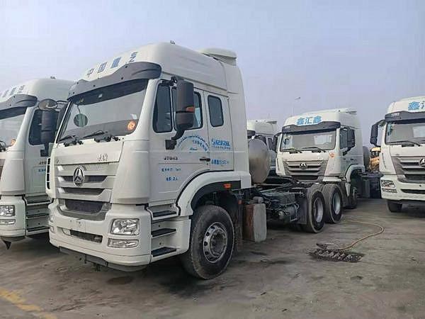 出售LNG二手17年豪沃浩瀚双驱430马力国五牵引车可按揭二手车