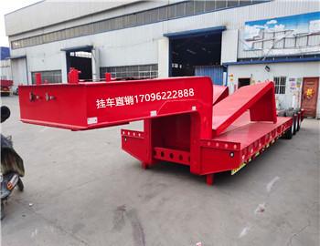 青海订做13米钩机板半挂车 全国发货