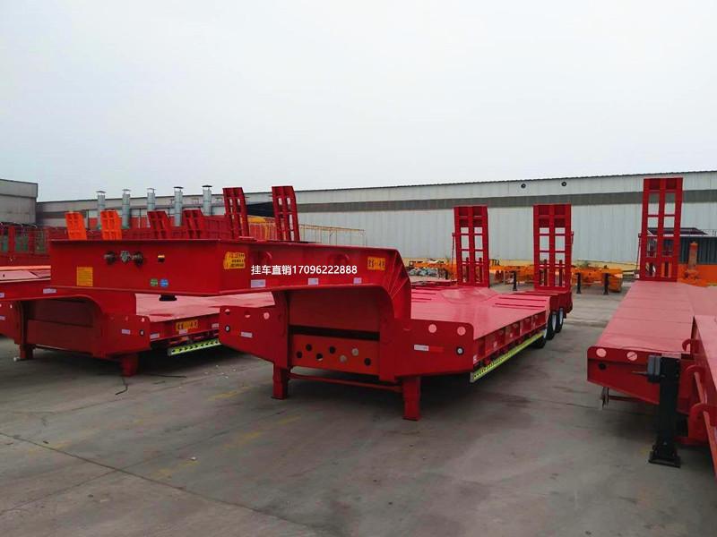 云南订做13米钩机板运输车 全国发货