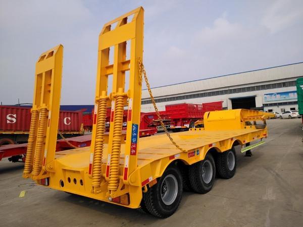 订做13米挖掘机板 大件运输车 梁山东华挂车二手车