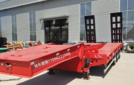 专业生产低平板半挂车 13米挖掘机专用车二手车