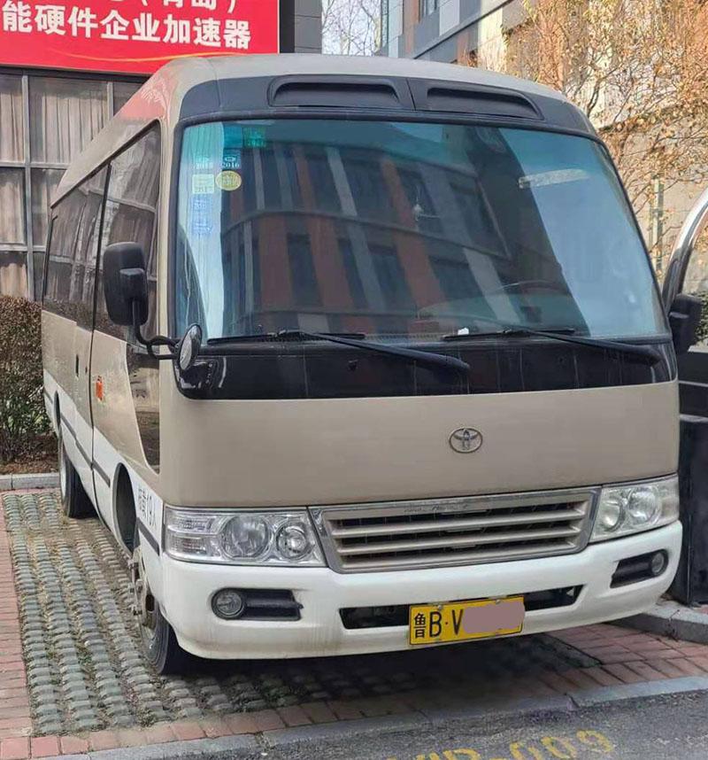 青岛金旅仿考斯特XML6601 19座客车二手车