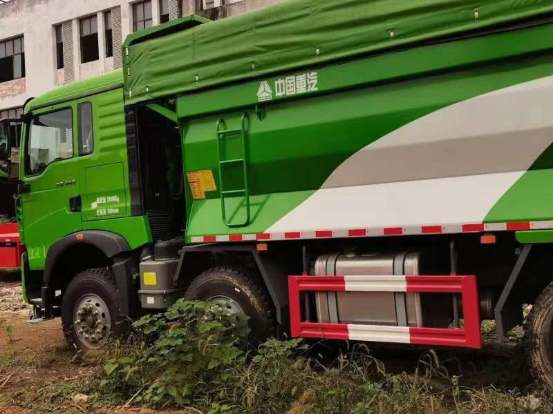 重汽豪沃TX渣土车 440马力绿色带盖