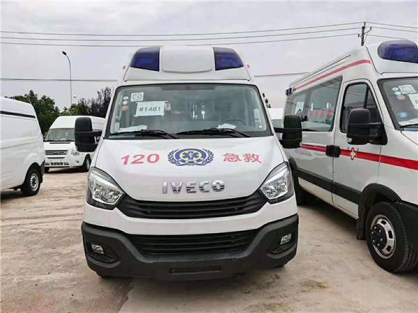 新车首发-湖南长沙的廖总直提两台依维柯负压救护车马上发车