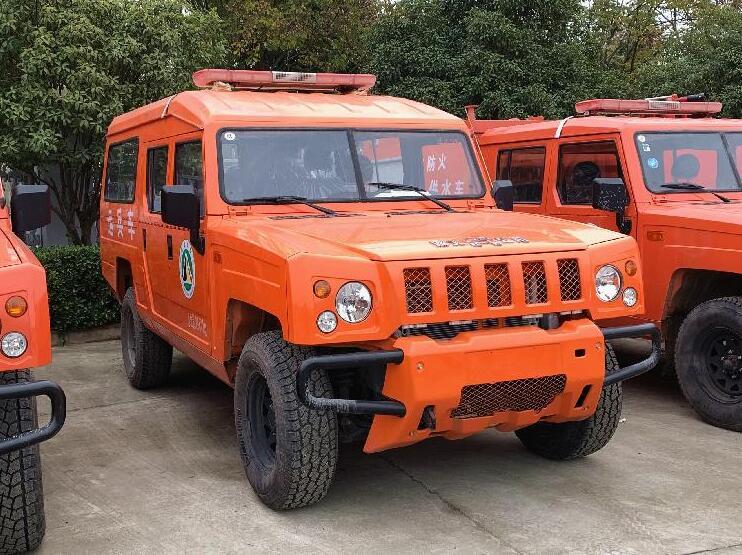森林消防運兵車_勇士1.5-2噸森林供水消防車