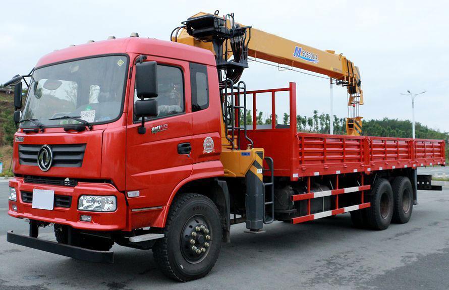 东风徐工后八轮12吨随车吊,货箱可达8.5米