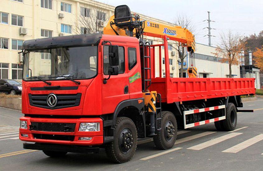 东风10吨随车吊,搭载玉柴220马力发动机