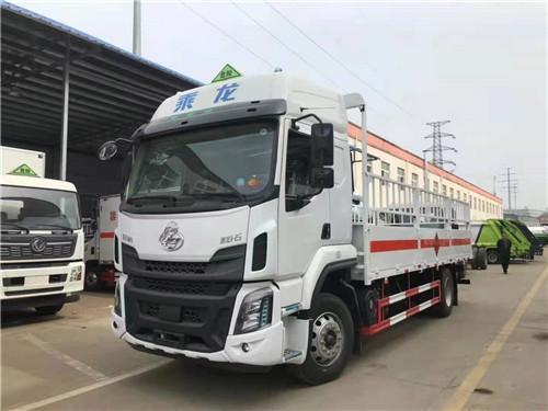 国六东风柳汽乘龙6.8米气瓶运输车