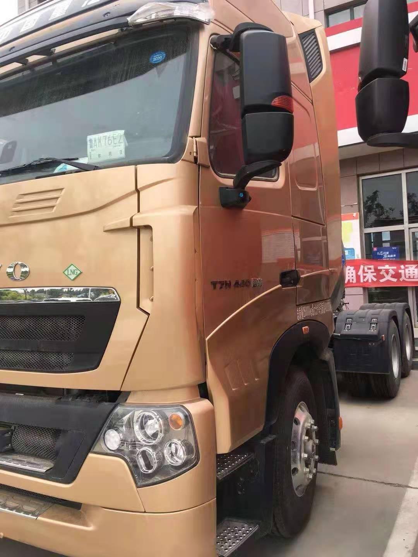 重汽豪沃牵引车440马力国六排放金色