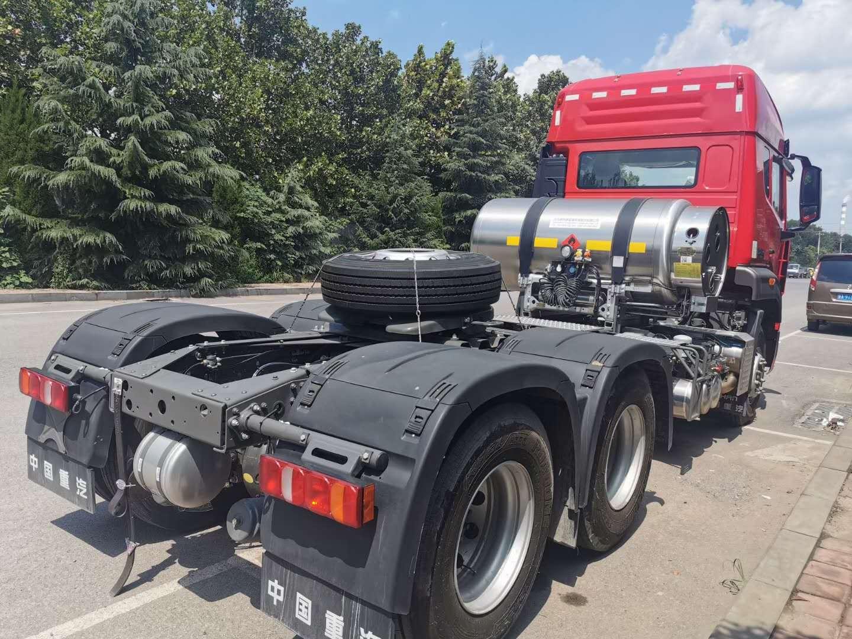 重汽豪瀚牵引车国陆排放1000L气瓶3.08速比水晶红