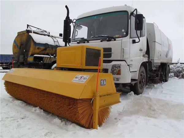 扫雪车除雪滚刷工作原理