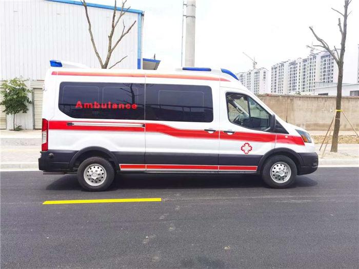 四驅福特猛虎救護車-依維柯方艙救護車