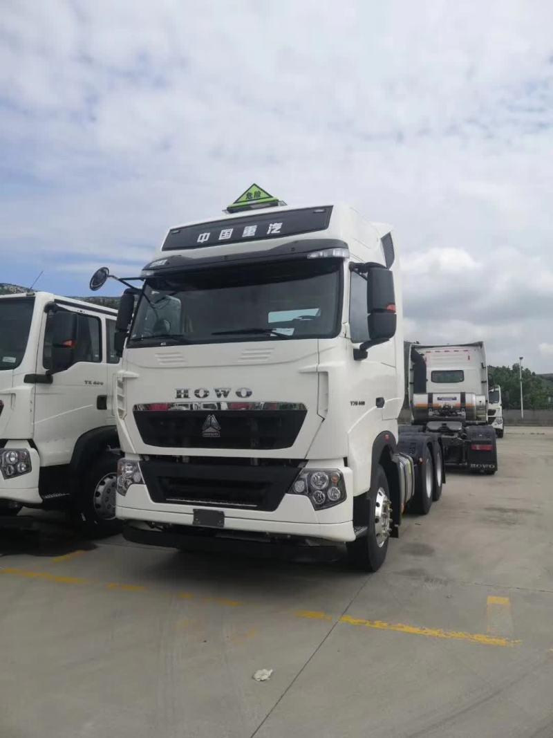 重汽豪沃T7危險品牽引車440馬力國六排放 曼白色