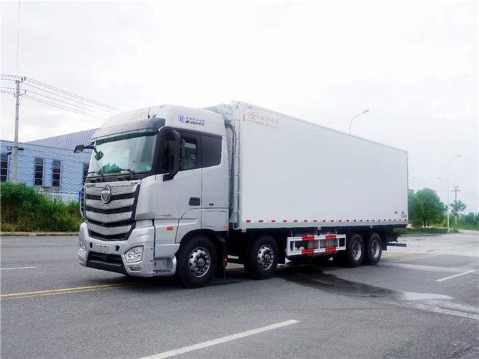 福田歐曼EST(高頂雙臥)前四后八大型冷藏車(國六)自動擋9.35米肉鉤冷藏車