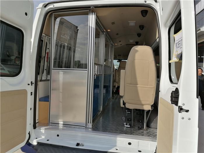 法院囚車價格_公安囚車_警用囚車360度無死監控_設計最合理的囚車