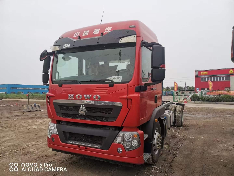 豪沃TX460马力潍柴6.8米国六载货车底盘