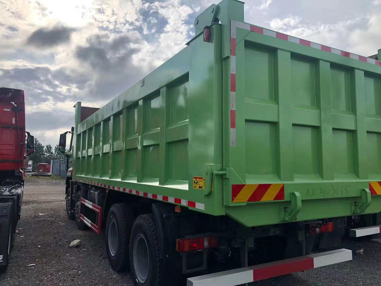 重汽豪瀚7.6米自卸车绿色350马力国六排放