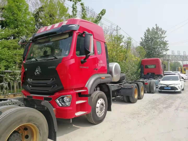 重汽豪瀚牵引车440马力国六排放水晶红