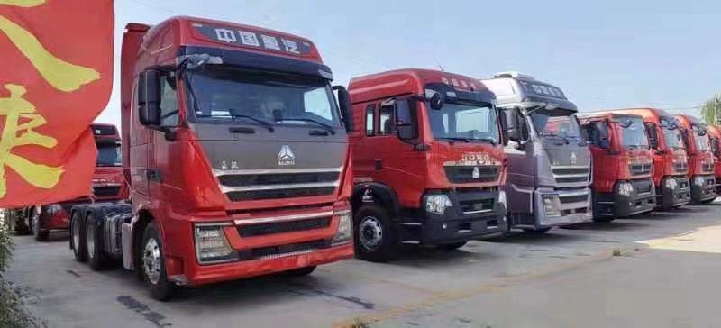 中国重汽豪沃TH7牵引车540马力带液力缓速器国五云锦红
