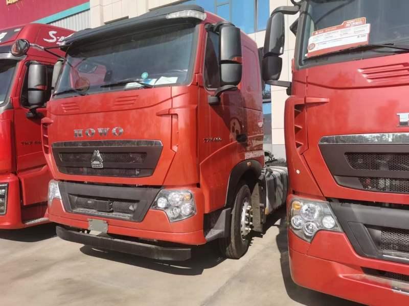 中国重汽豪沃 T7牵引车460马力平顶水晶红