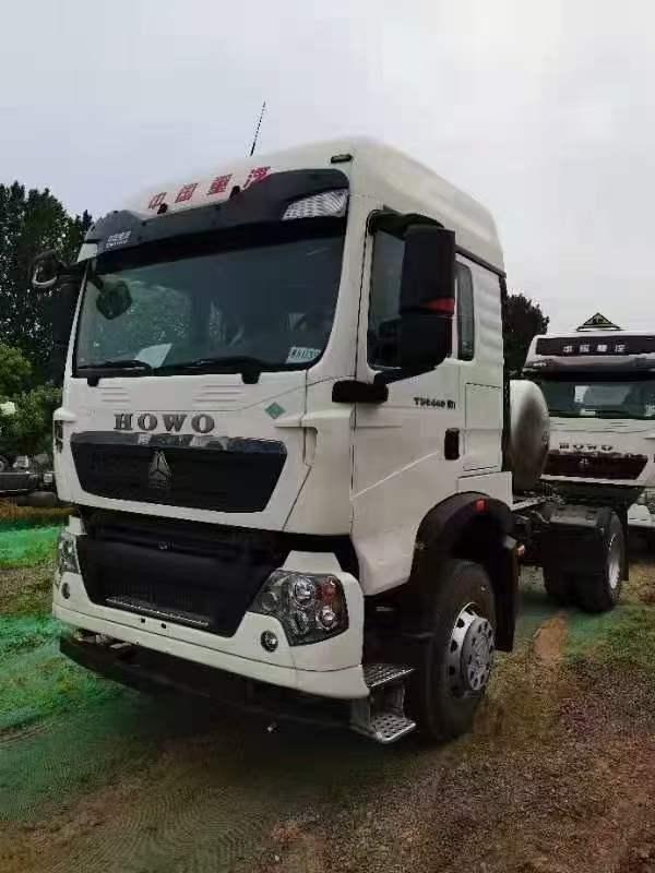 豪沃T5G国六单驱天然气牵引车国六白色