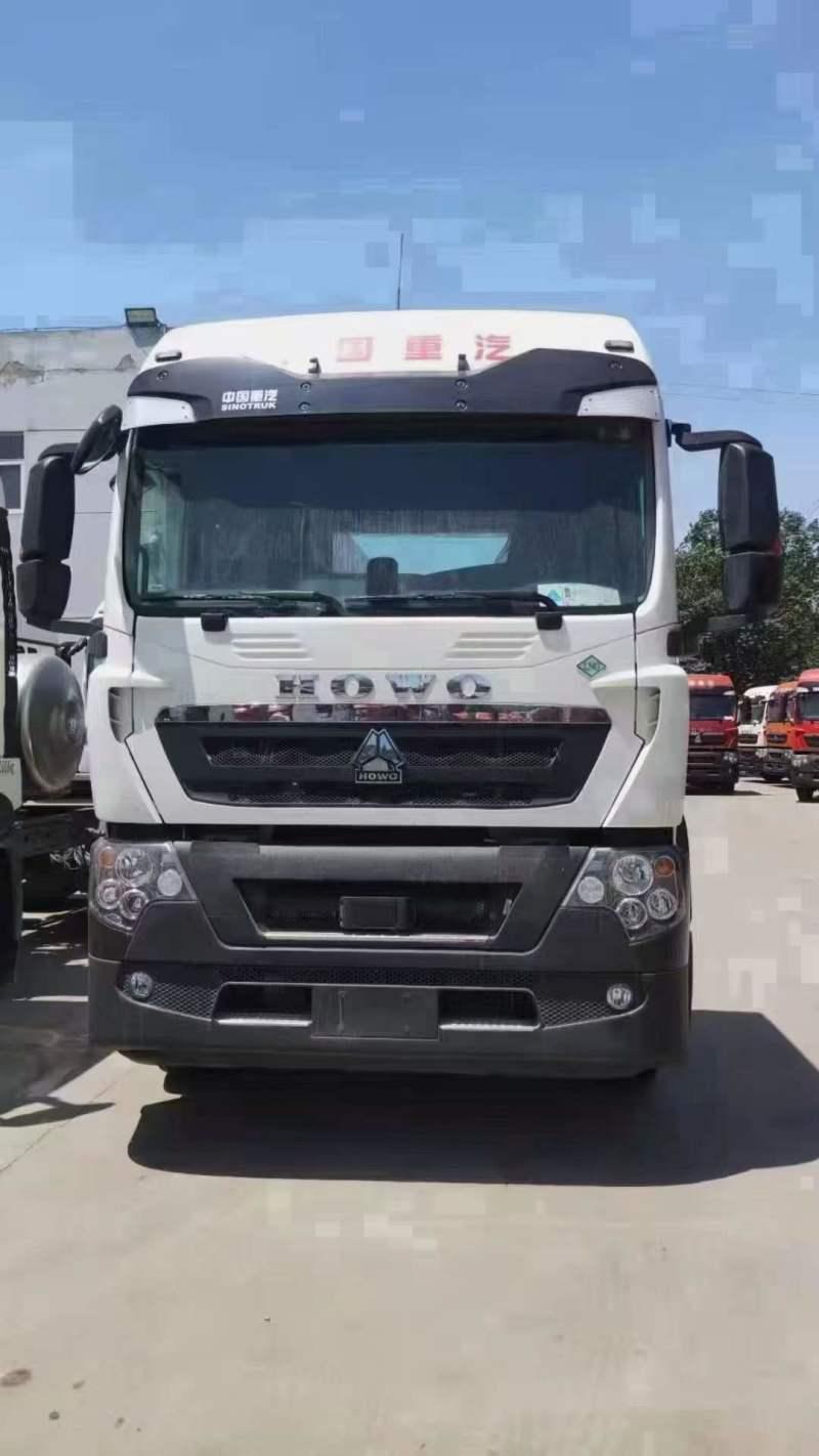 中国重汽8台豪沃 TX7天然气牵引车国六440马力曼白