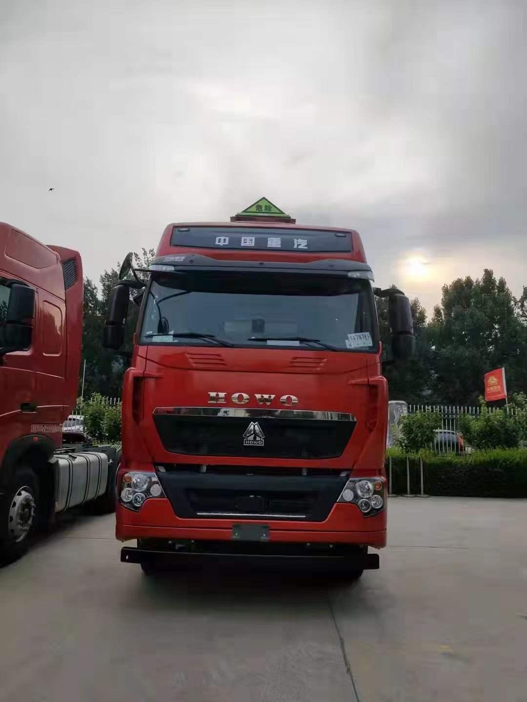 豪沃T7H危險品牽引車國六440馬力曼機水晶紅
