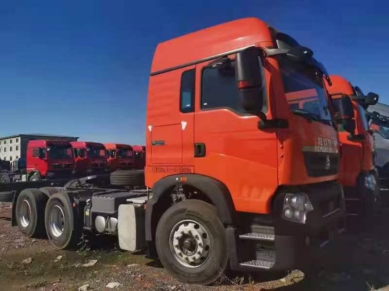 重汽豪沃TX460马力曼机桔红色国五牵引车法规版