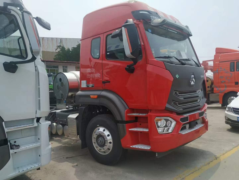 豪瀚牵引车玛瑙红440马力国六天然气牵引车