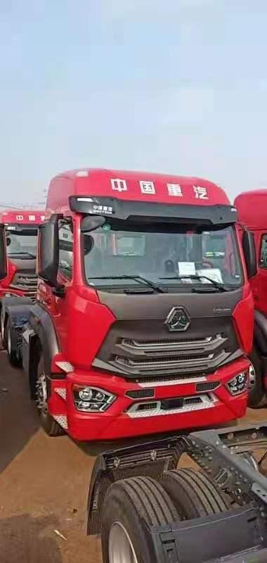 重汽豪瀚440馬力牽引車天然氣火紅色國六排放