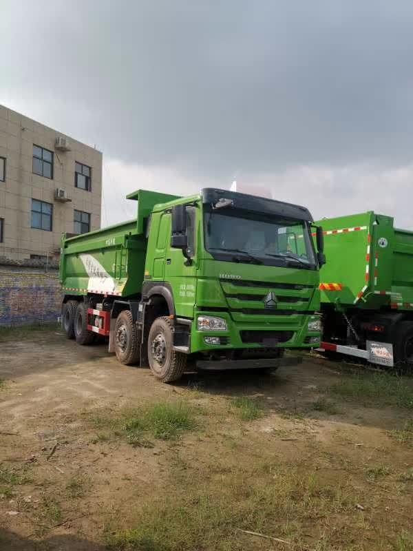重汽XT5.8米自卸车国六排放绿色
