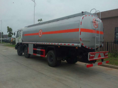 8吨油罐车行驶中需要注意的问题