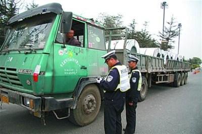 货车一年超载3次吊销营运证