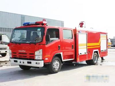 小身材大作为 详解3.5吨五十铃水罐消防车