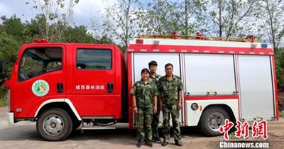 一家三口为守林自购40万元消防车 扑灭火灾500多起
