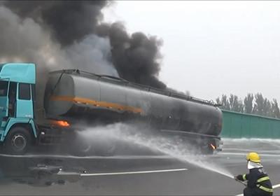 大广高速一油罐车起火爆炸 消防官兵火速扑救