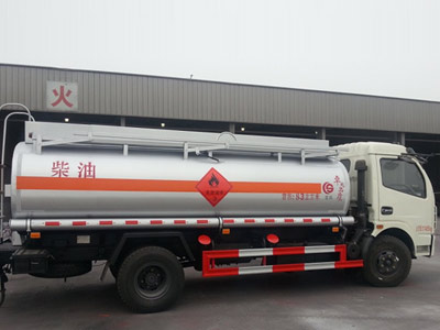 流动加油车运油车油罐车厂家介绍油罐车与供液车的区别