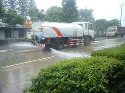 平顶山市民质疑雨天洒水车洒水浪费 环卫部门解释