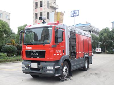 台州首辆价值380万元的消防车投入使用
