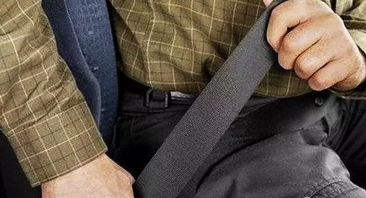 """卡车司机,""""你真的会系安全带么""""?"""
